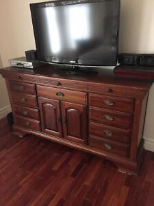 Set de chambre ( table de chevet, commode et armoire )