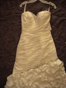 gorgeous and romantic french ruffled wedding gown with veil! Windsor Region Ontario image 6