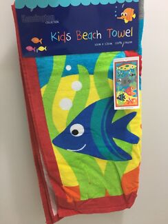 Size 1 girls beach swimmers & towel