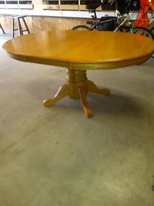 """oak pedestal table 48"""" Stratford Kitchener Area image 2"""