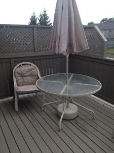 Patio umbrella buy or sell patio garden furniture in for Outdoor furniture kijiji