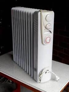 Heller oil column heater: 11 fins thermostat timer - $45 Springvale Greater Dandenong Preview