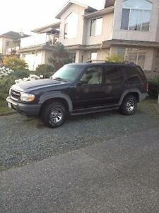 2000 Ford Explorer XLS SUV, Crossover