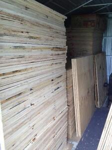 morceaux de plywood 3/4   39.1/4  par  43.1/4 A $7.50