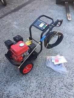 Petrol 6.5hp high pressure washer commercial grade pump gurney