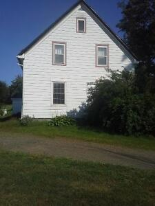 Nice lake front  5 minutes to Mahone Bay, Lovely farmhouse