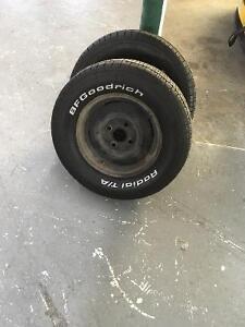 Roue avec pneu.