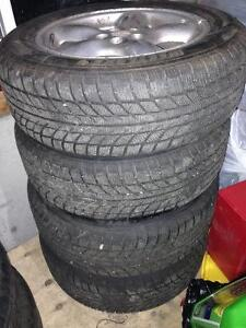 Set of 4 basically new Westlake 215/60R16 tires. Less than 300km