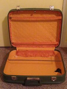 Green Antique Suitcase Stratford Kitchener Area image 2