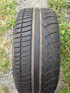 One 215/40R17 Tire