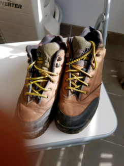 Landrover hiking boots - size 9 womens / size 7 mens