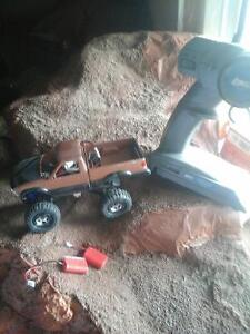 losi micro rock crawler with lipo conversion and tons extra part