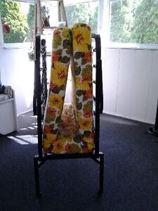 Foldaway vintage cot in excellent condition