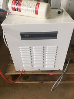 Zip brand In-Bench Chiller/Filtered Water System