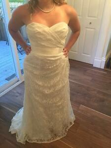 Beautiful ivory lace gown Sz 6 NEVER WORN!