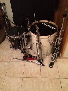 Floor Tom,bass drum,stands pedal