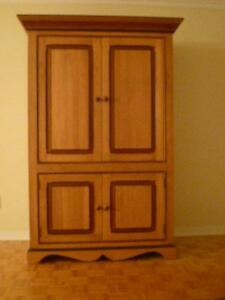 Armoire (repro.)Traditional style cabinet
