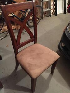 Free dining chairs x4