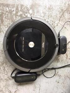 iRobot 880 Roomba Cleaning Robot Vacuum - Black (only body and charger, New battery is installed) ***READ***