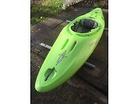 Dagger Axiom 8.5 white water kayak