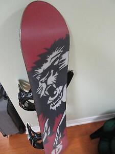 Burton White collection 128 quality snowboard West Island Greater Montréal image 4