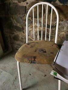2 chaises AMISCO blanches