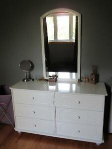 Bedroom 2pc set - Dresser and mirror