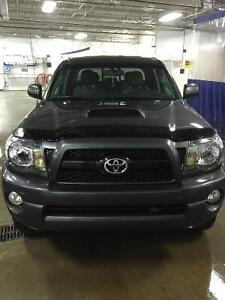 2011 Toyota Tacoma Double Cab 4WD 4.0L V6 LOW KMs,New Blizzacks!