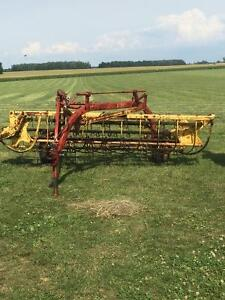 NEW HOLLAND 256 HAY SIDE RAKE , SEAFORTH  $1400 Stratford Kitchener Area image 1