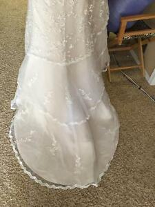 The Most Beautiful Wedding Dress: Brand New/Never Worn