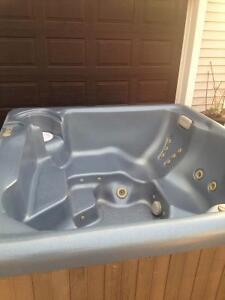 09 Maax hot tub