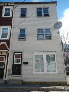 4 Bedroom townhouse on BANNERMAN STREET avail now