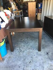 6 seater extends to 8 seater brown table Pagewood Botany Bay Area Preview