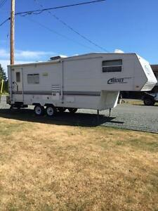 2002 25 1/2 foot 5th wheel travel trailer with slide