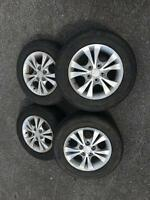 MAGS ET PNEUS TOYOTA 15po pouce A VENDRE   TIRES AND WHEELS FOR