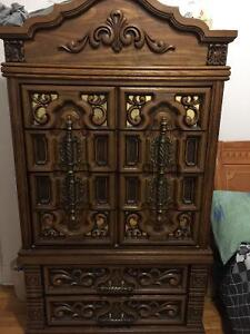 Chest of drawers / wardrobe