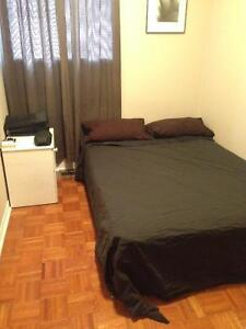 Oct 1st $600 bedroom at lovely townhouse (dundas west/bloor)