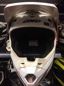 ONO Atom Helmet TP109340 Midland Swan Area Preview