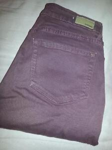High waist jegging says size 5 but fits alot smaller.