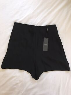 Saba black short