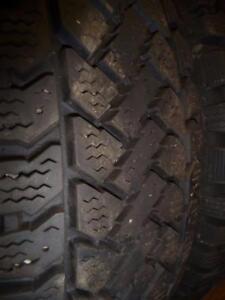 2 pneus d'hiver 195/65/15 Pacemark Snowtrakker, 25% d'usure, 9/32 de mesure