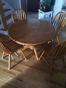 Wood round table and 4 chair dining set, 40$