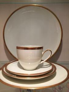 HUTSCHENREUTHER GERMANY DINNER WARE SET