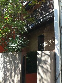 Double room in Darlington share house. Right next to Sydney uni.