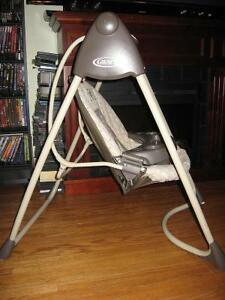 BABY SWING MADE BY GRACO ! HAS MELODY'S CHIMES Cambridge Kitchener Area image 3