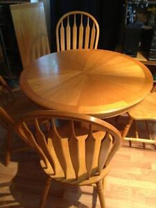 Oak table, leaf, and 4 chairs - Penticton