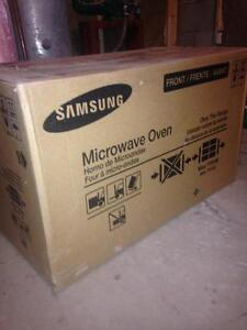 Brand new never used still in box microwave