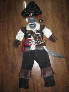 CHILDREN'S PIRATE HALLOWEEN COSTUME (size 3/4)