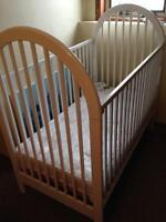 White crib, excellent condition