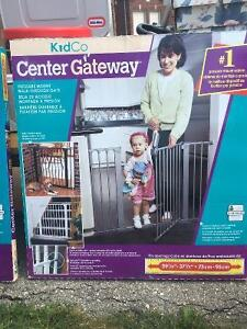 KidCo Pressure Mount Walk-through gate